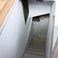 很窄的樓梯