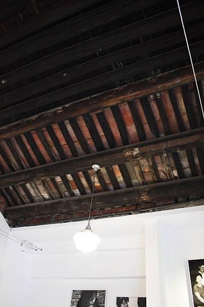 茀立姆-入口上方天花板