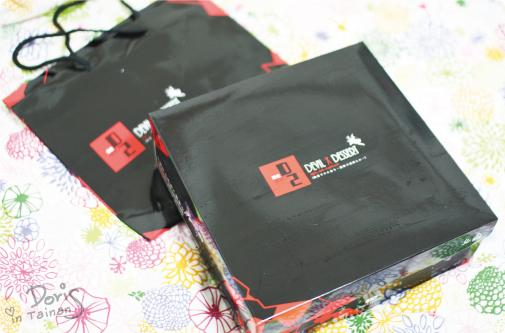 D2惡魔蛋糕-秘戀黑櫻桃巧克力蛋糕外盒