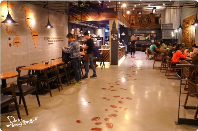 黑浮咖啡-店內08.jpg