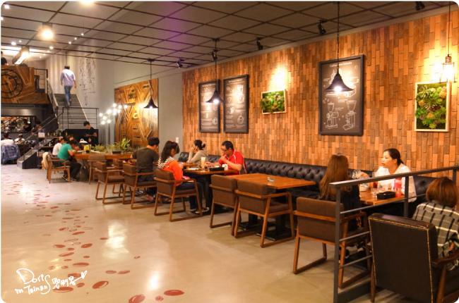 黑浮咖啡-店內11.jpg