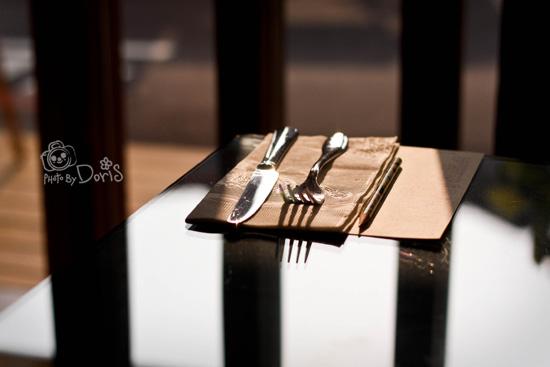 很乾淨的桌子&刀叉