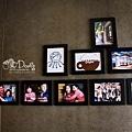 牆上和樂融融的照片