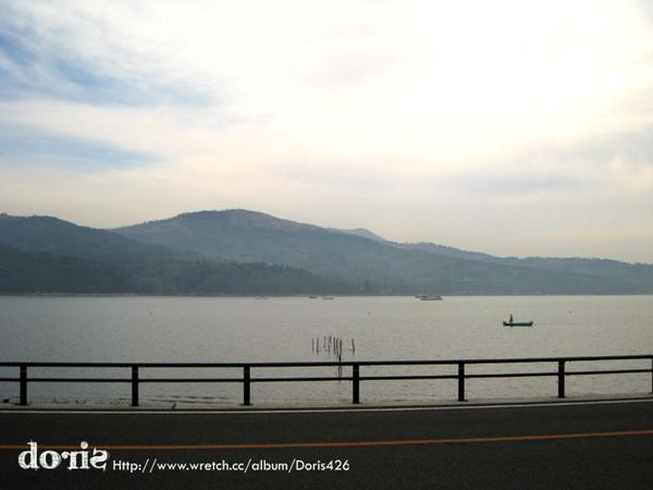 飯店前面是山中湖