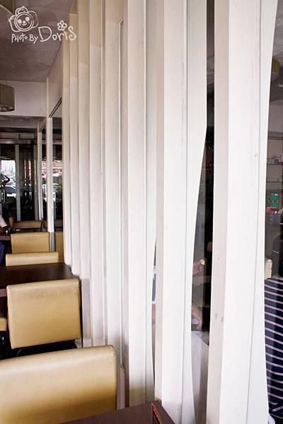 幾乎都用玻璃組成的室內空間.jpg
