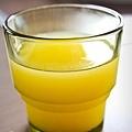 每個套餐都會附的柳橙汁.jpg