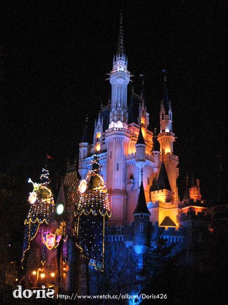 晚上的迪士尼城堡