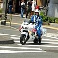 導遊說很難得可以在路上看到日本警察