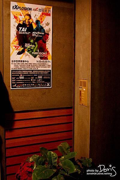 牆上都有DJ海報