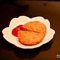 湯麵附贈的咖哩可樂餅