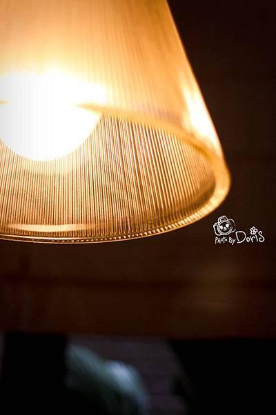 昏黃的燈光