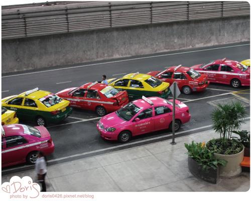 泰國-五顏六色計程車.jpg