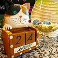 吧檯上好多貓咪的擺飾