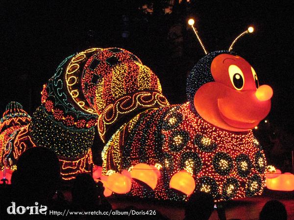 毛蟲花燈好可愛