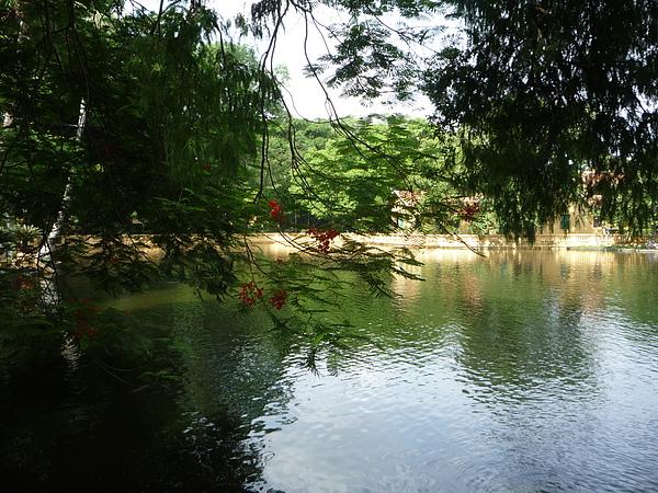 很漂亮的湖呢~