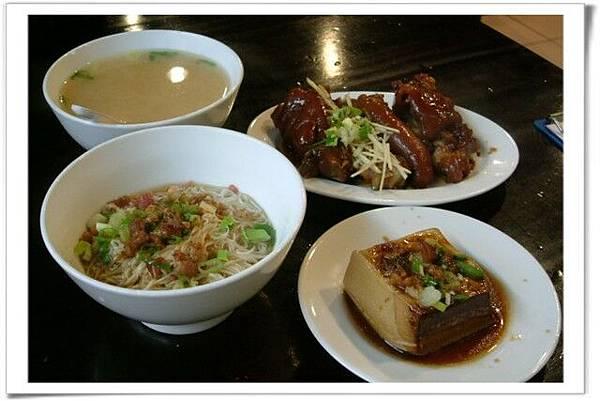 味噌湯、麵線、豬腳、滷豆腐