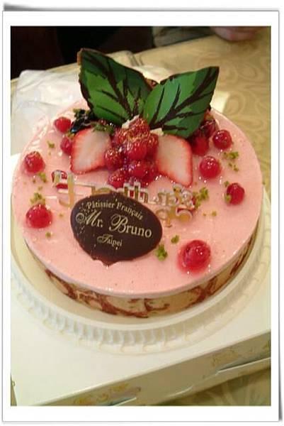 招牌草莓慕斯蛋糕