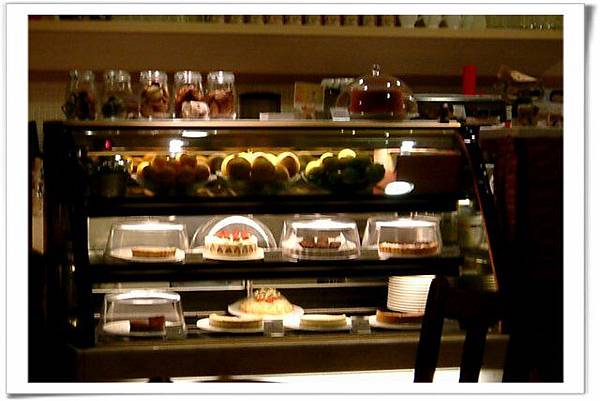 店內蛋糕櫃