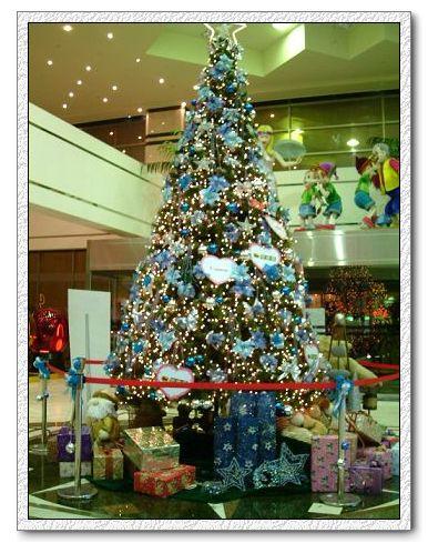 青少年育樂中心一樓聖誕樹~