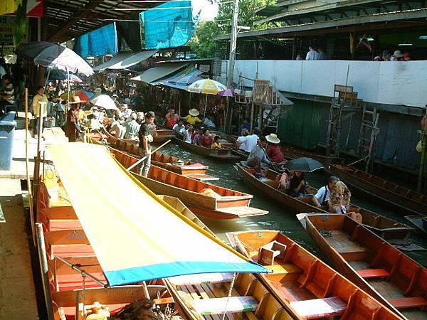 熱鬧的水上市場