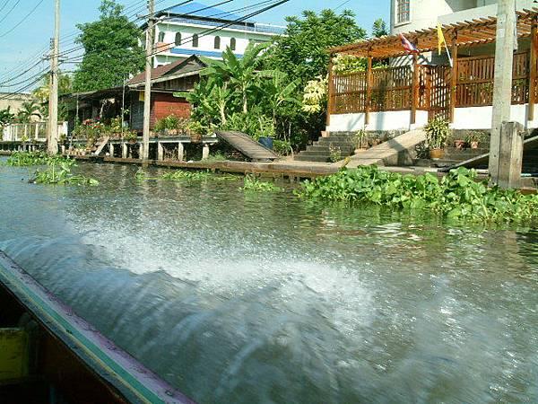 坐船前往水上市場