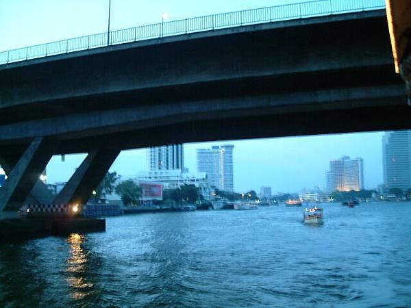 夜遊湄南河