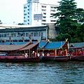 湄南河岸邊船家