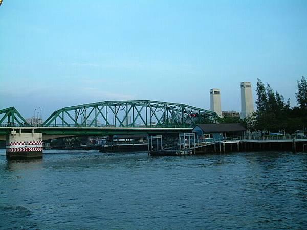 湄南河上大橋