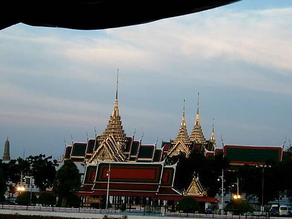 湄南河岸邊建築
