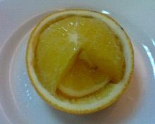 飯後水果貼心的切塊柳丁