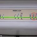 到弘大再轉一站地鐵就到新村,方便。