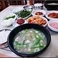 豬肉湯飯加小菜、配料