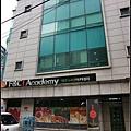 中午離開梨大前往弘大~地鐵2號出口旁的巷子內進去就可找到FNC舊的練習室