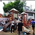 到弘大附近閒逛,人超~級多,小公園的Free Market擠滿了人
