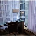 窗外可見對面的半島酒店