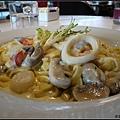 到機場後的午餐~奶油海鮮義大利麵
