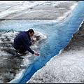 現裝冰河水給我們喝