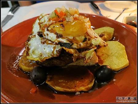 主菜葡式煎牛排佐上半熟蛋和薯片