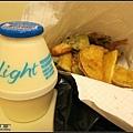 街頭小吃炸物加香蕉牛奶
