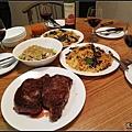 自己料理的晚餐豐富又美味