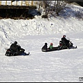河面結冰可行駛雪鍊車