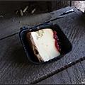 被松鼠偷吃的蛋糕