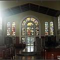 陽光剛好灑進教堂裡
