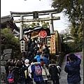 人滿出來的地主神社
