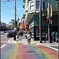Castro特有的彩虹斑馬線