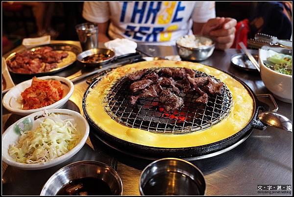 晚餐到新村吃烤肉^_^