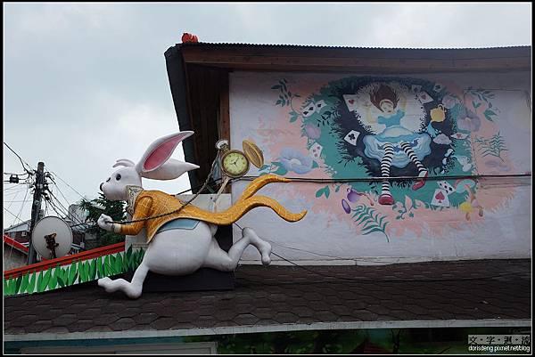 房屋上都有裝飾及彩繪
