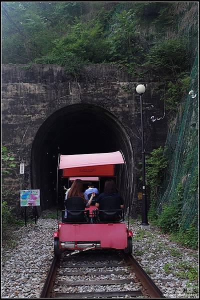 每個隧道都各有機關