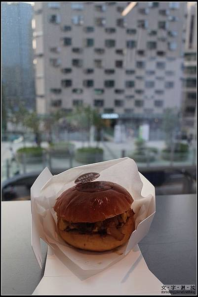 BUN PATTY BUN 的Cheese burger