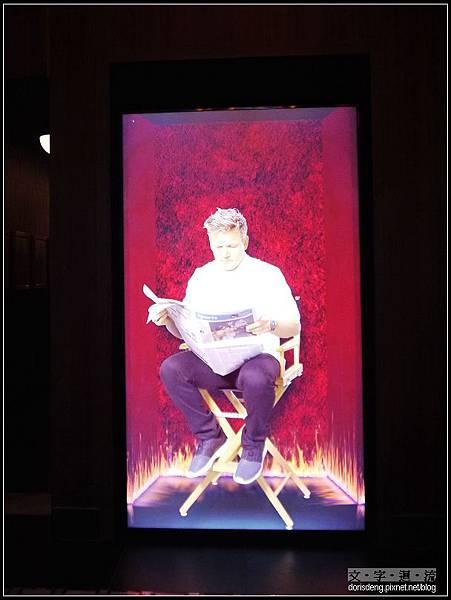 Gordon Ramsay在入口處等你XD